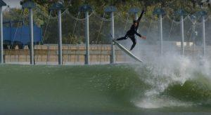 """【最新動画】日本特有の膝腰の小波から乗りこなせる未来型オールラウンドボードSlater Design""""Omni""""モデルをJordy SmithがKelly Slaterの人工波Surf Ranchでテストライド!"""