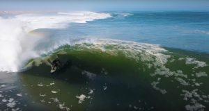 【世界のニュース】1本でおよそ2分の長い長い波で8回ものチューブをメイク!? Koa Smithがスケルトンベイで今までベストなライディングをメイク!