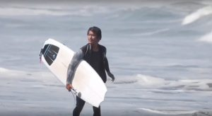 【オルタナティブ×パフォーマンス】52歳にしてアグレッシブなサーフィンをキープするベテラン川畑邦宏プロ、2018年オススメのオール・イン・ワンなサーフボードとは!?