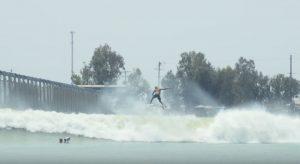 """【世界戦】五十嵐カノアがジャッジを務め、エアセクションが追加された新しいKelly Slaterの人工波""""Surf Ranch""""で世界のベストジュニア・サーファーに輝いたのは誰だ!?"""