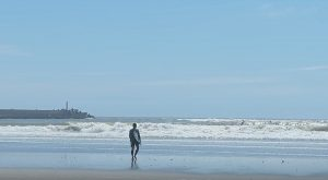 """【台風】カリスマ市東重明がカリフォルニアのシェイパーTravis Reynoldsによる5'10""""のオルタナティブ系""""BankerBuster""""モデルで片貝に到達したグランドスウェルをシュレッド!!"""