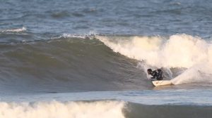 """【テストライド】村田嵐によるSUPERbrand surfboardsハイパフォーマンス系最新モデル""""BLACK OUT""""セッション"""
