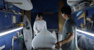 """【最新動画】小林直海とシェイパー森井誠一氏がZBURH surfboardsの2018ニューモデル""""ZENITH BOOST""""を生み出す行程を追ったショートクリップ"""