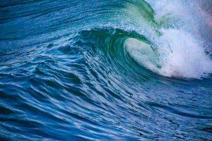 【極秘】年に数度しかブレイクしない千葉某所の激レア・ポイントに誰もが乗りたくなるようなコンパクトなチューブ波が出現となったディープ・イン鴨川セッション