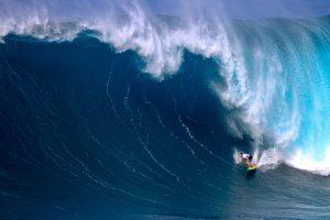 """【ビッグウェイブ・コンテスト】波のフェイスの高さで35-45ft(10m)の予報!? 現地時間の11/26(月)の開催に向け、マウイのピアヒを舞台とするBWT第2戦""""JAWS CHALLENGE at PE'AHI""""がグリーンアラートを発表!"""