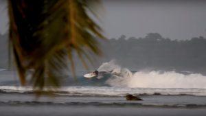 【必見動画】スーパーレジェンドTom Carrollと元CTサーファーのKai Ottonによるテロ諸島セッション