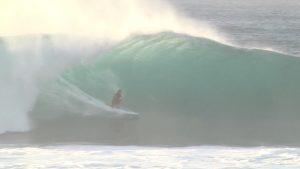 【HAWAII2019】JOB恐るべし! Catch SurfのJOBモデルでパイプのチューブを抜けまくる驚愕のcolorsTVオリジナル最新クリップ