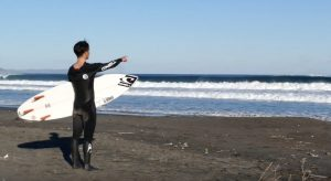 【kumebros最新動画】頭前後のグッドウェイブをスコア!! 波のない日が続くホーム湘南を離れ、千葉へ日帰りサーフトリップを決行!