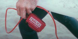 """【colorsmag的鬼要チェックアイテム】変わらないブランドのアイコン""""RED""""カラーのリーシュコード""""CHALICE""""が、オリジナル・クージーをパッケージに採用して2019年より完全復活!!"""