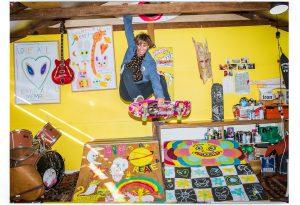 """【衝撃の】Ozzie Wrightの自宅アトリエが自由過ぎる! VOLCOMがOzzie Wrightとのコラボ・シリーズ""""SHOOT RAINBOWS""""コレクションをリリース!!"""