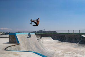 【SURF×SKATE】極秘来日を果たしたハワイ出身の天才プロサーファー&プロスケーターKalani Davidによる鵠沼プールガーデン・スケートパーク・セッション