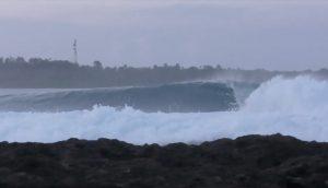 """【最新動画】チューブ祭り! オーストラリアを拠点とする注目のフリーサーファー飯田航太がインドネシアのシメルー島のスーパーレギュラー""""ディランライト""""で最高の波をスコアしたうらやまし過ぎる1DAYセッション"""