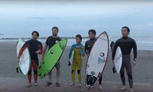 【最新動画】Hammo surfboardsシェイパーHammoをはじめ、小川直久と小川拓也の小川親子に小川幸男、DJ Sugarこと佐藤千尋ほかプロサーファーたちが繰り広げた5/15(木)鴨川フリーセッション