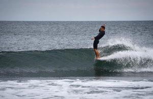 【最新動画】ショートボードもプロ資格を持ち、THE SURFSKATERSチャンプでもあり、2年連続JPSAロングボード・グランドチャンピオンでもある天才横乗リスト浜瀬海による6/22(土)ホーム西湘でのシングルフィン・ログセッション