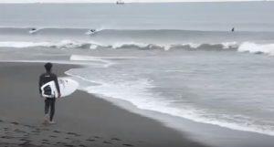 """【テストライド】進藤晃プロがFIREWIRE surfboards 2019年ニューモデルの中でも注目度の高いRob Machadoシェイプ""""Seaside Heliumシリーズ""""モデルで西湘のヒザモモ小波をシュレッド!"""
