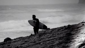 【台風10号】からの薄っすらとしたグランドスウェルでオンショアの頭オーバーとなった新島シークレット・フリーセッション