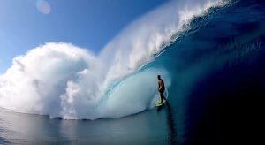 """【驚愕の】世界のサーフシーン! 弱冠16歳にしてすでにチョープーからハワイまで乗りこなすスキルを持ちながらも、まさかのノービッグスポンサーというタヒチ出身のEimeo Czermak最新クリップ""""BLOOM"""""""