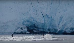 """【待望の】世界中の不思議な波を探してライドする""""Weird Waves""""最新エピソードはアラスカの氷山が崩れ落ちる衝撃で発生する波と潮の満ち引きで発生するボアに乗る!?"""