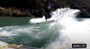 【FUNRIDE最新動画】リップ、エア、360°を連発! 天才サーファー伊東李安琉のボートサーフィン・セッションがスタイリッシュ杉る!!