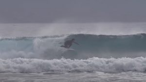 【kumebros最新動画】めっちゃいい波に遭遇で粂兄弟が炸裂!! あのプロサーファーも参戦した休日の日帰りトリップ・セッション