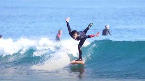 【不可能を可能にする男】サーフスター田中英義がサントリーオールフリーのテレビCMで話題の菜々緒ポーズしながらサーフィンを実際にできるのか再現!?